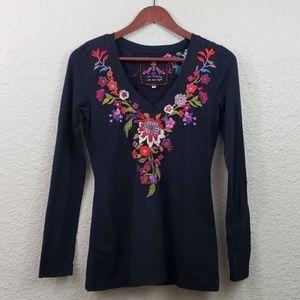 JWLA Embroidered V-neck Long sleeve Shirt